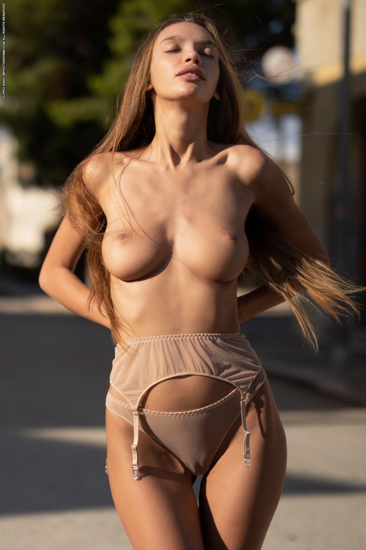 alina nude modell